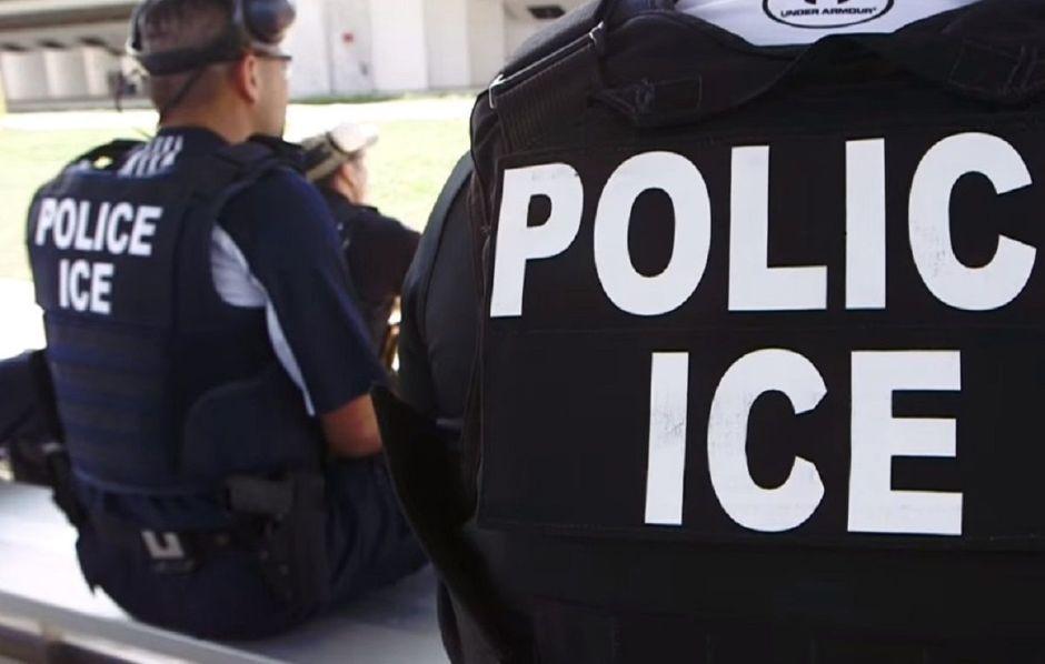 Activistas cuestionan ingreso de agentes de ICE a escuela pública de Nashville,Tennessee