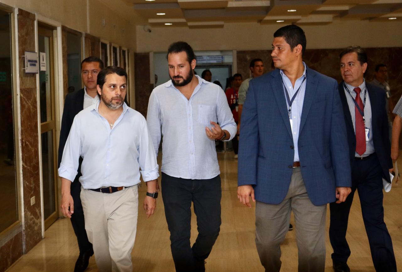 Autoridades del IESS verifican abastecimiento de medicinas en el Teodoro Maldonado